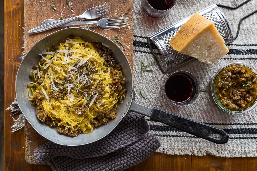Casarecce-Luciana-Mosconi-ragu-vegetariano-zucca-funghi-secchi-lenticchie